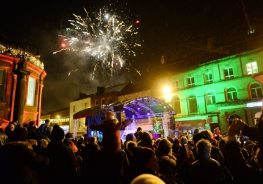 Thousands turn out for NUL Christmas Lights Event